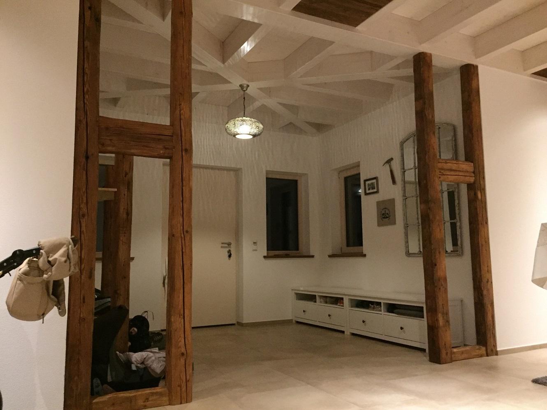 Altholz im Eingangsbereich oder an der Garderobe